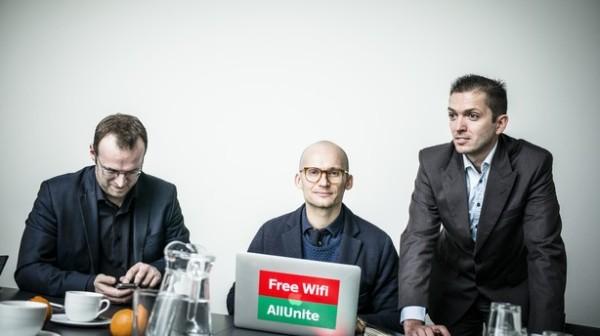 Her ses de to foundere sammen med Christian Stadil fra Hummel