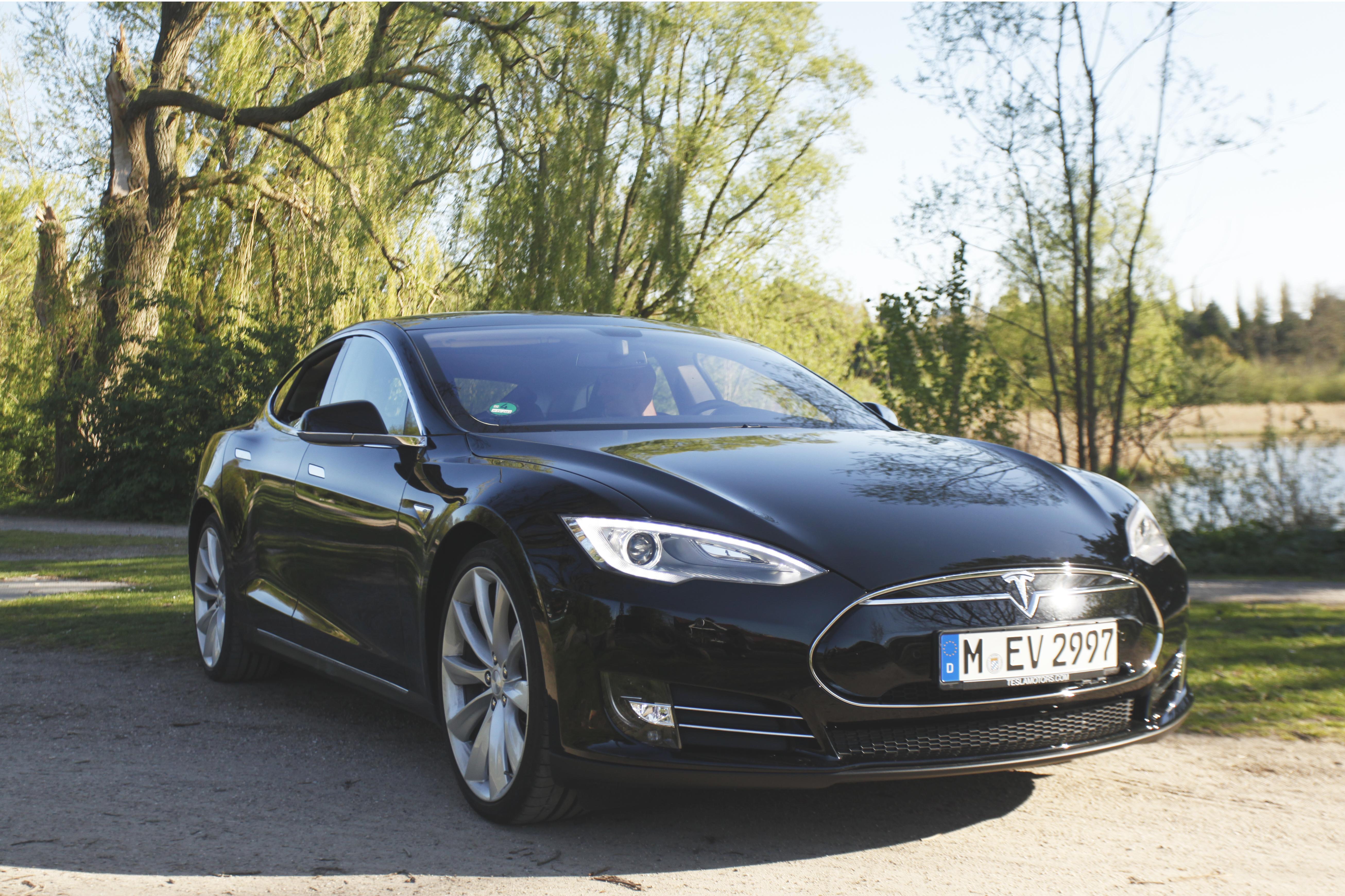 Kør Tesla med det danske startup Drivr