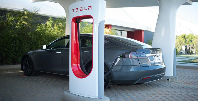 Tesla vil købe solceller for milliarder