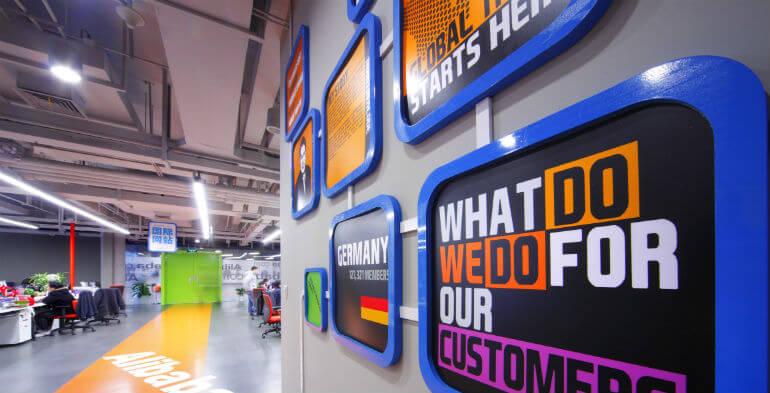 Kinas svar på Amazon investerer milliarder i offline butikker