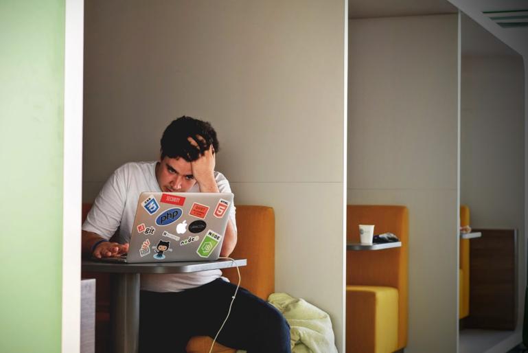 B2B webshop ejere – få stærkere likviditet med konceptet factoring